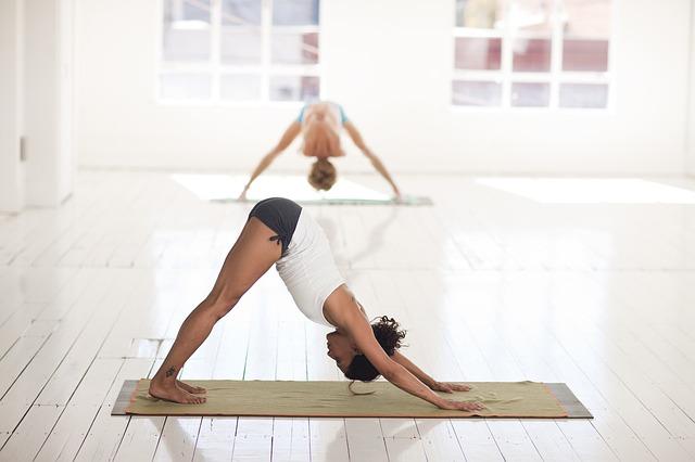 她不但特別去做抽脂手術,還特別勤做瑜珈維持身材